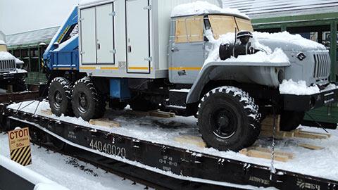 Перевозки спецтехники по железной дороге фото 2